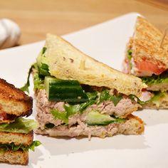 Tämän leivän inspiraationa on toiminut Englannissa kello viiden teellä tarjottavat leivät. English Tea Sandwich tarjoaa samaa makumaailmaa, johon on vain yhdistetty kerrosvoileivän täyttävyys. Tämä leipä maistuu varmasti lapsille miedon makumaailmansa ansiosta.