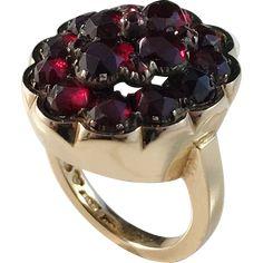 Erling Ahlen, Stockholm year 1964, Chunky 18k Gold Garnet Pinky Ring. Excellent.