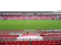 Riverside Stadium, Middlesbrough, North Yorkshire, Inglaterra. Capacidad 34,988 espectadores, Equipo local Middlesbrough. Construido en 1994, reemplazó al viejo estadio de Middlesbrough el Ayresome Park.