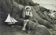 Voilier en bois - jouet d'autrefois en bois http://www.revedepan.com/il-etait-un-petit-navire-m60109.html