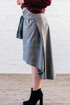 Guy Plaid Tie Skirt