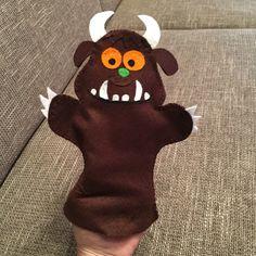 Selfmade Grüffelo Handpopp                                                                                                                                                                                 Mehr Gruffalo Activities, Gruffalo Party, The Gruffalo, Craft Activities For Kids, Preschool Crafts, Crafts For Kids, Book Projects, Sewing Projects, Finger Puppet Patterns