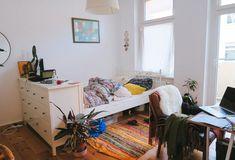 Helles WG-Zimmer mit Kommode als Raumteiler. #WGZimmer #Schlafzimmer #Einrichtung #Einrichtungsidee #Kommode #bedroom #interior #bed #homeinterior #homedecor