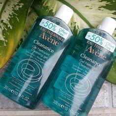Avene Cleanance Cleansing Gel cũng rất dịu nhẹ, ko gây khô căng da mà còn giúp da ẩm mịn nhờ rất nhiều chất cấp ẩm, làm mềm da (các acid béo tự nhiên, humectants, emollients).