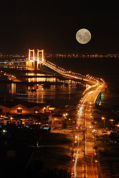 Super Full Moon Da Nang, Vietnam from Son Tra Mountain by gienkhan Moon Images, Moon Pictures, Beautiful Moon, Beautiful Places, Beautiful Life, Simply Beautiful, Supermoon Photos, Stars Night, Ciel Nocturne