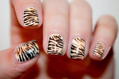 ✍ Tigers Nails : Now Reading Nailstorming by diamant sur l'ongle