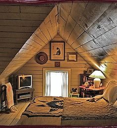 Cozy attic bedroom for homes with small attics Attic Renovation, Attic Remodel, Attic Spaces, Small Spaces, Small Attic Bedrooms, Loft Bedrooms, Small Attic Furniture, Small Rooms, Attic Bedroom Closets