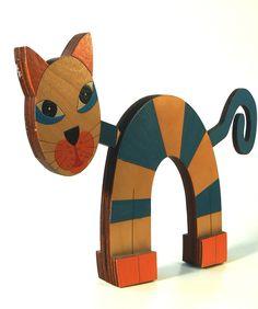 Kočka+ručně+malovaná+Originální+kočičí+dekorace+do+interiéru+Vyřezáno+z+částí+březové+překližky+slepených+k+sobě,+ručně+malovaná+(modrá,+oranžová)+Kočka+má+pohyblivou+hlavu+a+ocas+Velikost+19x31x3+cm