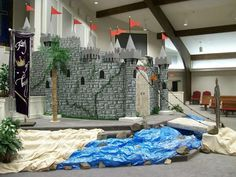 Castle in sanctuary - Olive Branch Baptist Church, Pine Bluff, AR (VBS Seminar) LOVE the moat idea! Medieval Party, Medieval Castle, Medieval Fair, Castles Topic, Castle Party, Vbs 2016, 2017 Vbs, Villas, Vbs Themes