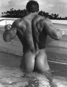 Wow. Yum. Giant, muscular, and glorious.