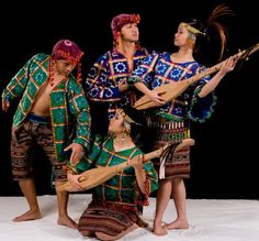 Bagobo The Bagobo constitute one of the largest groups among the indigenous peoples of southern Mindanao. Bagobo are the predominant inhabitants of the vast areas extending from the west coast of Davao Gulf to the high reaches of Davao's famous and significant mountain ranges of Mt. Apo or Apo Sandawa to the tribal people. www.parangaldance.org Philippines Outfit, Miss Philippines, Philippines Culture, Filipino Art, Filipino Culture, Traditional Fashion, Traditional Outfits, Barong Tagalog, Tribal Costume