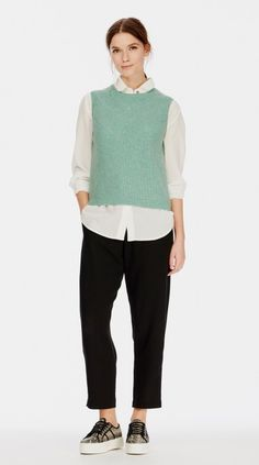 Discover the finest ladies' cashmere jumpers, cardigans and hoodies at Brora. Shop elegant ponchos and stylish polo necks in a range of luxurious styles. Jumpers For Women, Women's Jumpers, Capsule Wardrobe, Wardrobe Ideas, Cashmere Jumper, Polo Neck, Cosy, Normcore, Hoodies