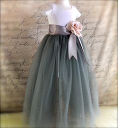 flower girls dress. i think this would be perfect for the flower girls. what do you think heather? the color scheme is to the T.