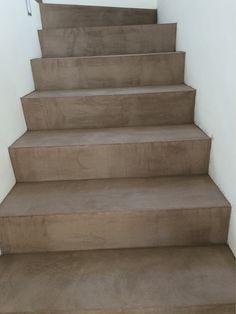 Cemento ocre con nariz de madera escaleras pinterest - Escaleras de cemento para interiores ...