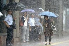 Cuaca Sejuk Perkara Biasa   Mungkin ramai yang sudah perasan bahawa sejak kebelakangan ini negara kita mengalami cuaca sejuk luar biasa hingga suhu di beberapa tempat menurun.  Ada yang meramalkan Malaysia bakal mengalami cuaca sejuk yang melampau berikutan hujan turun secara berterusan sejak Khamis lalu di bahagian utara Semenanjung Malaysia.  BACA: Kota Bharu Diselubungi Kabus Tebal  Gambar sekadar hiasan  Walau bagaimanapun Ketua Pengarah Jabatan Meteorologi Malaysia (MetMalaysia) Alui…