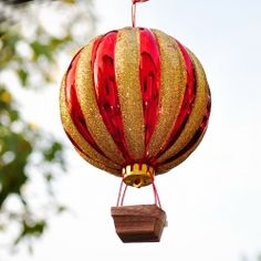 Tutorial on how to make a hot air balloon ornament.