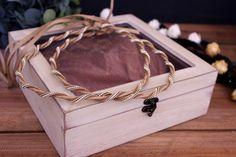 Ξύλινα Κουτιά με Γυαλί WI0575  Ξύλινα κουτιά με γυαλί.Διαστάσεις: 24 x 24 x 7cmΙδανικά και ως στεφανοθήκες. Bracelets, Gold, Jewelry, Decor, Jewlery, Decoration, Jewerly, Schmuck, Jewels