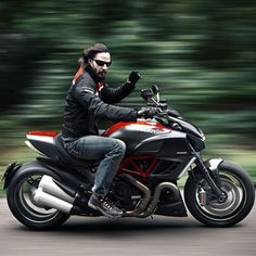Keanu Reeves road-tests the Ducati Diavel and talks 'demon' rides, dumping bikes and going hell for leather