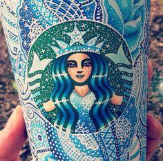 Carrah Aldridge TRANSFORME DES GOBELETS STARBUCKS EN OEUVRES D'ART -Instagram/creative_carrah