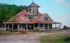 I want to build my future house to look like Hub and Garth& house from Secondhand Lions Abandoned Houses, Abandoned Places, Future House, My House, Cider House Rules, Secondhand Lions, Big Houses, Farm Houses, Dream Houses