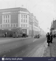 Stock Photo - People wait for a bus on 'The Headrow', Leeds, England in this picture from the Seen in the background is the famous Lewis's department store Old Pictures, Old Photos, Grey Wallpaper Iphone, Leeds England, Leeds City, West Yorkshire, My Town, Christmas Art, Back In The Day