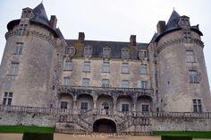 visitando  El  Castillo de la Roche Courbon en  France  For more check it out our blog http://www.makeyourownfashion.com/