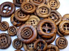 botão de madeira