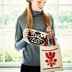 Hungarian Embroidery, Mini Bag, Trendy Fashion, Wool Rug, Diy And Crafts, Pouch, Reusable Tote Bags, Make It Yourself, Sewing