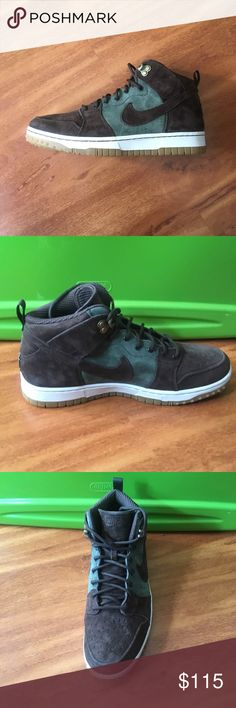 Nike dunk sneakerboot Show off your sporty side with these Nike Men's Dunk Cmft Wb Army Olive/Brq Brown/Gm Light B Casual Shoe. Made from brown suede, these walking shoes are high performance and high style. the Nike Dunk CMFT WB is a fashionable take on the classic Nike Dunk. Age Group: Adult. Brand: Nike Style: Active Active shoe style: Basketball Department: Men Size: 10½ Material: Genuine Suede Nike Shoes Sneakers