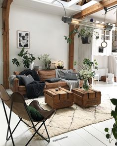 Bohemian style furniture is all about the mix and match of various accessories, patterns and colors. Decorated the simple furniture into boho-chic style is … Rugs In Living Room, Interior Design Living Room, Home And Living, Living Room Furniture, Living Room Decor, Moroccan Decor Living Room, Furniture Layout, Rustic Furniture, Furniture Ideas