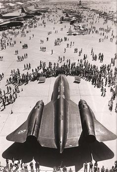 First bird to fly missions Crowded. Us Military Aircraft, Military Jets, Air Fighter, Fighter Jets, Photo Avion, Military Humor, Aircraft Design, Fighter Aircraft, Nasa