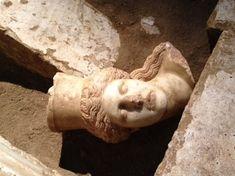 Αμφίπολη: Eντοπίστηκε το μαρμάρινο κεφάλι μίας από τις Σφίγγες - Παρέχεται από: ΣΚΑΪ.gr