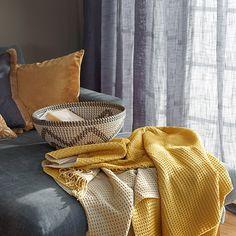 Vi har det du trenger av gardiner, sengetøy, håndklær og interiør til hjemmet. Se vårt brede utvalg her – Kid Interiør Throw Pillows, Blanket, Asylum, Toss Pillows, Cushions, Decorative Pillows, Blankets, Decor Pillows, Cover