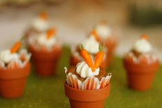 Carrot cakes in pots (I baked them inside the oven). © Lucy Munoz Photography