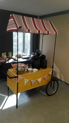 Carritos Pecae: este, de café con bollería #carritos #pecae #algodondeazucar #palomitas #perritos #hotdogs #crepes #helados #catering #eventos #recena #resoplon #candybar #chuches #accionescomerciales #marketing Crepes, Hot, Marketing, Outdoor Decor, Furniture, Home Decor, Catering Events, Ice Cream Cart, Hot Dogs