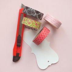 DIY bookmark: clothes label + washi tapes = bookmark
