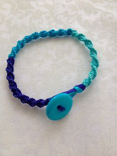 Craft Geek: Ombre Friendship Bracelet -- Love the idea of using a button as a clasp