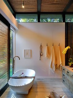 Modern Zen bathroom, I love this room with clerestory windows and floating bathtub, don't love the animal skin - Bates Masi design ideas design decorating house design home design Home Interior, Bathroom Interior, Interior Architecture, Interior Design, Interior Modern, Contemporary Architecture, Bad Inspiration, Bathroom Inspiration, Furniture Inspiration