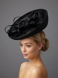 The Fontaine dish hat is a dramatic hat made up of a deep sinamay dish base adorned with a silk rose, set off with sinamay loops. Fascinator Hairstyles, Fascinator Hats, Fascinators, Headpieces, Mother Of The Bride Hats, Types Of Hats, Ascot Hats, Wedding Hats, Wedding Stuff