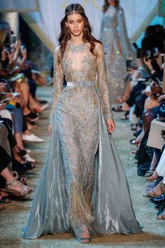 Elie Saab Fall 2017 Couture Fashion Show Collection: See the complete Elie Saab Fall 2017 Couture collection. Look 38 Style Haute Couture, Couture Fashion, Runway Fashion, Fashion Show, Fashion Goth, Juicy Couture, Atelier Versace, Elie Saab Couture, Beautiful Gowns