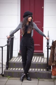 Love her hair. Mine is a little wavier than hers but it is pretty much the same! I want her fringe!