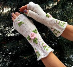 Handmade Fingerless Ivory Mitts  Candy by Dom Klary by domklary ♡