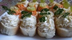 Slané kanapky - Rychlé pohoštění pro návštěvu   NejRecept.cz Tortilla Wraps, Thing 1, Snacks Für Party, Tzatziki, Baked Potato, Sushi, Snack Recipes, Potatoes, Vegetarian