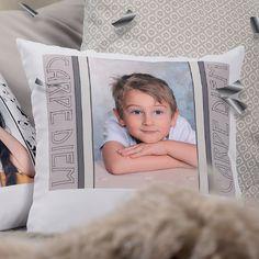 Tartu hetkeen. Joskus paras vaihtoehto voi olla kotisohvalla köllöttely. Leppoisaa alkanutta viikkoa. <3  www.kuvaverkko.fi #taikatalvi #joululahja #tyyny #pillow #justchillin #carpedien #tartuhetkeen #kuvatuote #photoproduct #valokuva #muotokuva #lapsikuva #päiväkotikuva #koulukuva #kuvaverkko #rakkaat #darlings