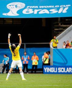 Con gritos, baile, abrazos y oraciones, los jugadores de la selección Colombia celebraron su victoria sobre Costa de Marfil en #Brasil2014.
