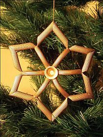 DIY Christmas Ornaments : DIY Christmas crafts for kids - Making Christmas tree ornaments with pasta Christmas Crafts To Make And Sell, Christmas Crafts For Adults, Diy Christmas Ornaments, Christmas Decorations To Make, Simple Christmas, Holiday Crafts, Christmas Ideas, Thanksgiving Crafts, Christmas Cards