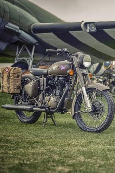 Royal Enfield Pegasus Classic sold out in 3 minutes! Classic 350 Royal Enfield, Enfield Classic, Best Photo Background, Dslr Background Images, Royal Enfield Wallpapers, Pegasus Logo, Bullet Bike Royal Enfield, Royal Enfield Modified, Enfield Motorcycle