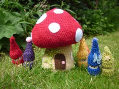 Free Toadstool and Gnome Amigurumi Pattern - The gnomes have corks as their base, so cute!