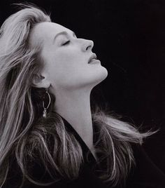 1988 MS photographed by Brigitte Lacombe Meryl Streep, Big Nose Girl, Big Nose Beauty, How Beautiful, Beautiful People, Brigitte Lacombe, Big Noses, Looks Black, Belleza Natural
