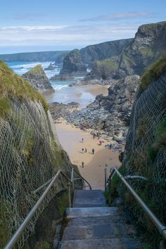 From the best restaurants in Padstow, to chic hotels, and stunning sandy beaches, plan your trip with my Cornwall travel guide. Places To Visit Uk, Beautiful Places To Visit, Wonderful Places, Places To Travel, Cornwall Beaches, Cornwall Surfing, Things To Do In Cornwall, Uk Holidays, Places Of Interest